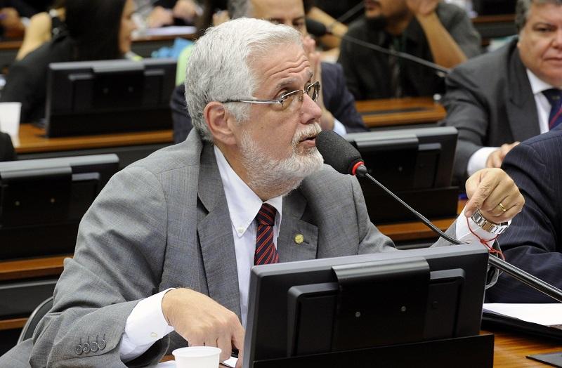 Ex-secretário de saúde da Bahia, o deputado Jorge Solla (PT/BA) preocupa-se com o relatório do Banco Mundial, e o direito à saúde não pode sofrer restrições